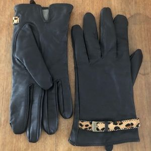 Leather gloves with calf hair detail